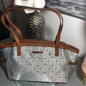 Relic shoulder handbags.